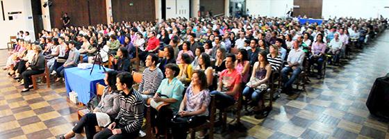 http://sq.imagens.s3.amazonaws.com/1308-Agosto/Plateia%20de%2025%20de%20Agosto%20de%202013.jpg
